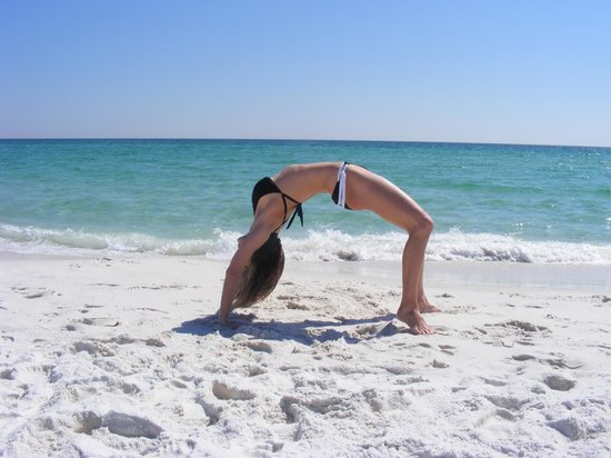 Navarre, FL: With so few people on the beach, it was easy to find a place to enjoy Yoga.