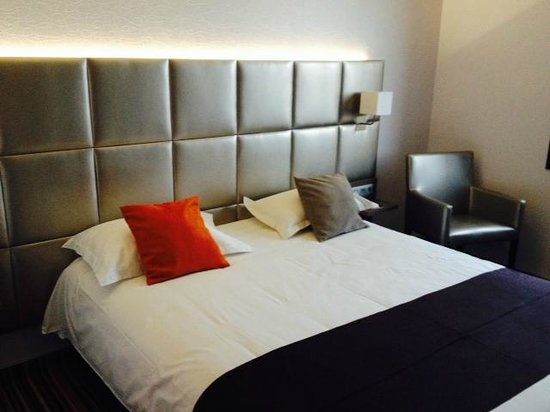 lit king size photo de brit hotel atalante beaulieu. Black Bedroom Furniture Sets. Home Design Ideas
