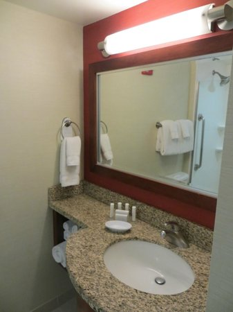 Courtyard by Marriott Chevy Chase: vanity