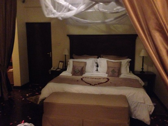 Palacina Residence & Suites: Welcoming bed