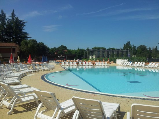 Piscina con idromassaggio picture of imola province of for Piscina hotel bologna