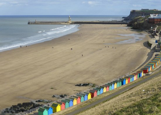 Whitby lighthouse - Picture of Whitby Beach, Whitby - TripAdvisor