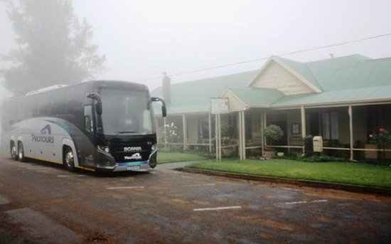 Fouriesburg South Africa  city pictures gallery : Fouriesburg, South Africa: Front of hotel with tourbus