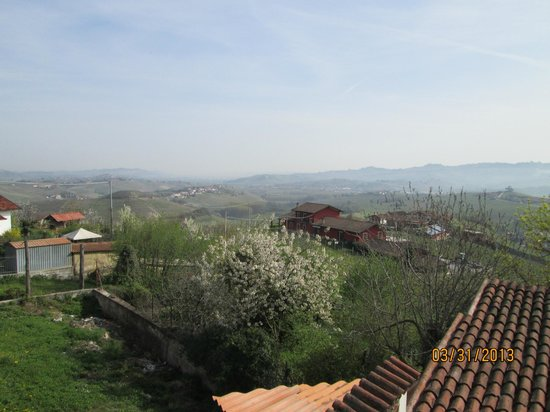 Agriturismo Erbaluna: View from the rooftop terrace, it was a little hazy when we were there