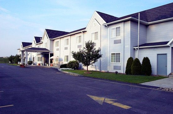 Photo of BEST WESTERN Crown Inn & Suites Batavia