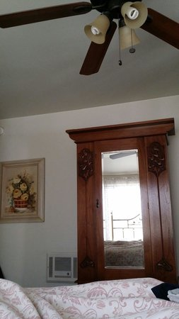 The Old Turner Inn: View laying in queen suite bed looking at armoire, note queen brass bed headboard. Armoire is th