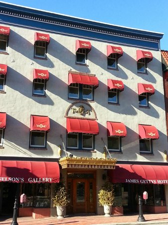 James Gettys Hotel: Outside of building