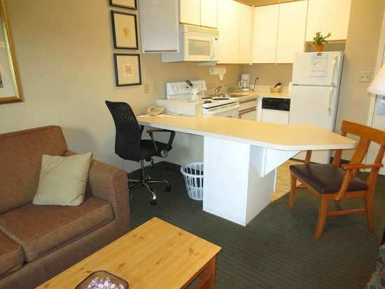 Room 39 S Kitchen Picture Of Cresthill Suites Albany Albany Tripadvisor