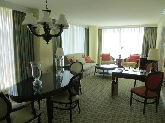 The Ritz-Carlton Coconut Grove, Miami: Suite living room and dining area