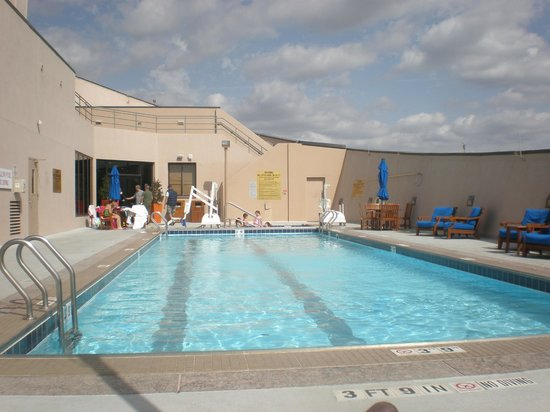 Renaissance hotel dallas rooftop pool images for Pool show dallas