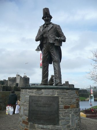 Tommy Cooper Statue
