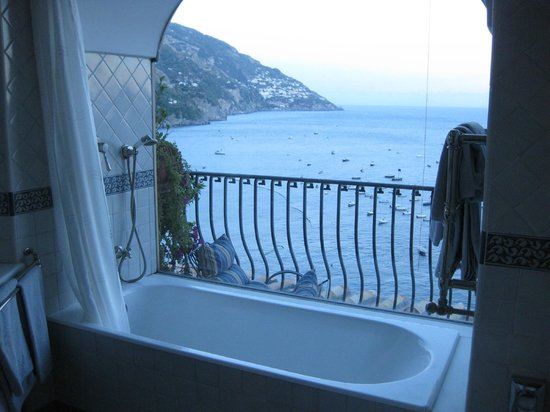 Hotel Miramare: The view from the bathtub