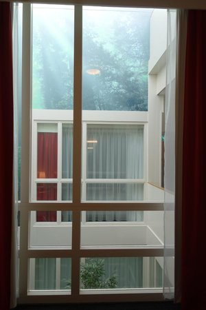 Hotel Iron Horse: View from room to other room - we can se each other