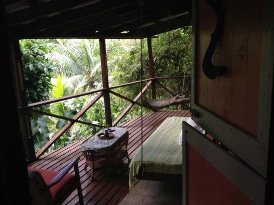 Cocoa Cottages: Honeymoon Suite private porch overlooking jungle & stream