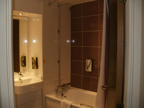 Premier inn picture of premier inn falkirk larbert for J j bathrooms falkirk