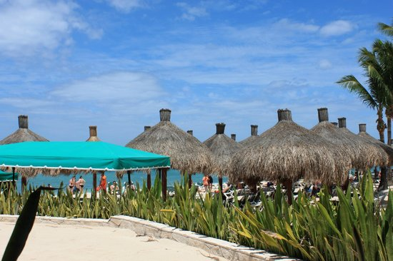 Occidental Grand Cozumel: Beach area from the lunch building