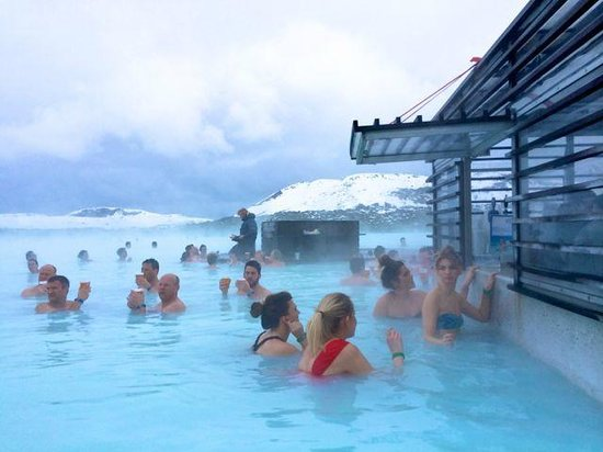 Pool bar picture of blue lagoon grindavik tripadvisor for Hotels near the blue lagoon iceland