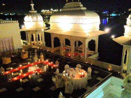 Mewar terrace dinner setting picture of taj lake palace for Dinner on the terrace