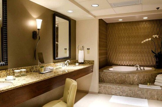 Top Hotel Presidential Suite Bathroom 550 x 363 · 46 kB · jpeg