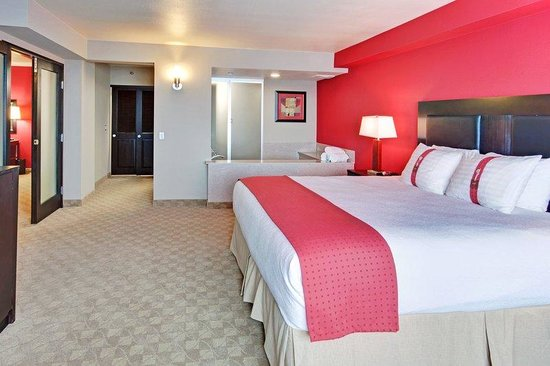 two queen bedded guest room picture of holiday inn hotel. Black Bedroom Furniture Sets. Home Design Ideas