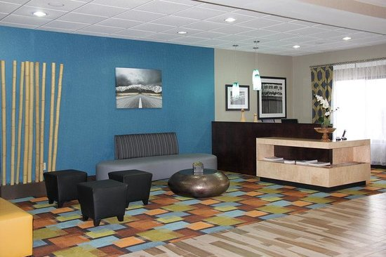 ‪Holiday Inn Express and Suites Roanoke Rapids SE‬