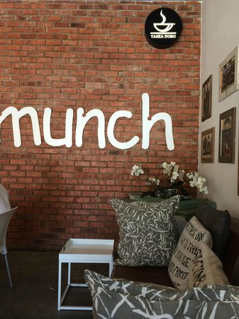 ‪Munch Cafe‬