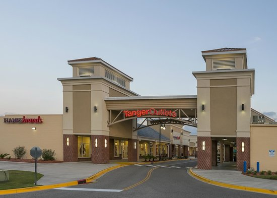 Find all of the stores, dining and entertainment options located at Charlotte Premium Outlets®.