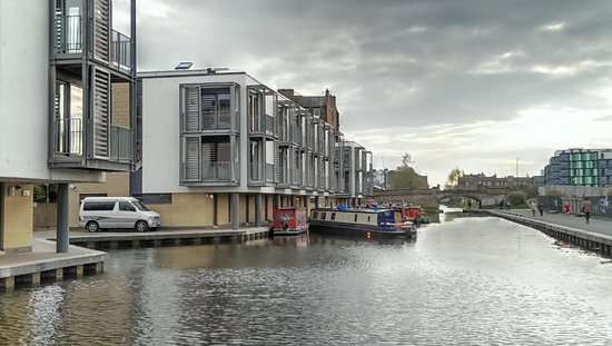 Staycity Serviced Apartments West End: Our townhouse on the canalside
