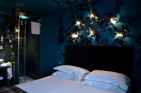 le lit chambre nuit enchant e picture of hotel. Black Bedroom Furniture Sets. Home Design Ideas