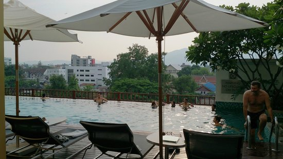 Le Meridien Chiang Mai: Pool with view over city