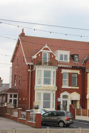 the beach house blackpool lancashire villa  reviews and rates, beach house apartments blackpool