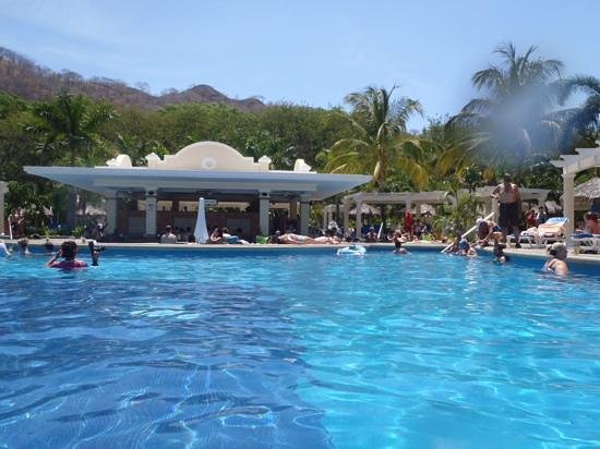 Hotel Riu Guanacaste: At the Pool Bar