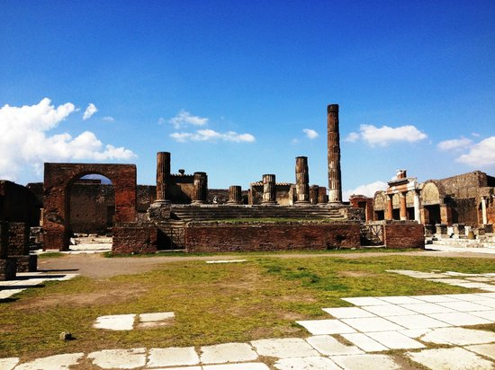 A Guide in Pompeii Day Tours