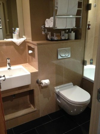 Bathroom foto di radisson blu edwardian leicester square for G bathrooms leicester