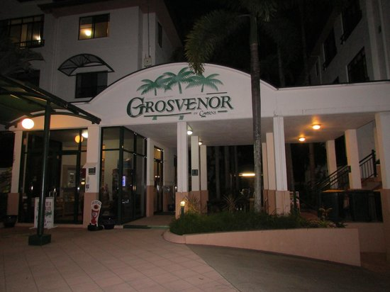 Grosvenor in Cairns: outside hotel