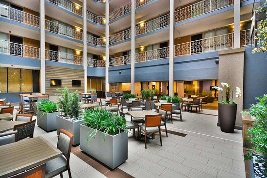 ‪Embassy Suites Denver- Stapleton‬