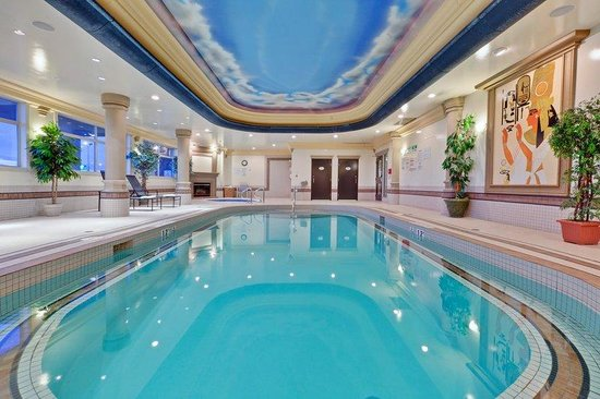 Swimming pool picture of holiday inn suites grande prairie conference centre grande for Swimming pools in grande prairie