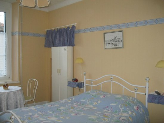Chambre d 39 hotes jean claude logette consenvoye france for Chambre hote 05