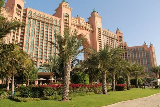 Vue de la piscine picture of atlantis the palm dubai for Atlantis piscine
