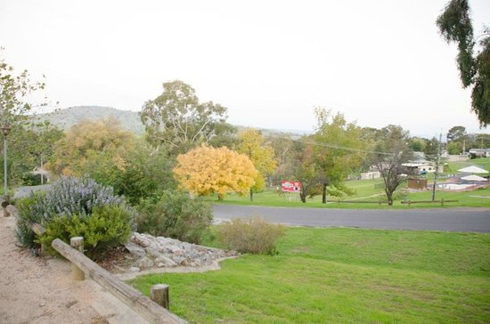 Lake Hume Village