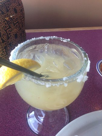 Sin Fronteras Cafe: A margarita made from LEMONS.  Really?