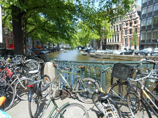 Hotel Pax: Nearby canal