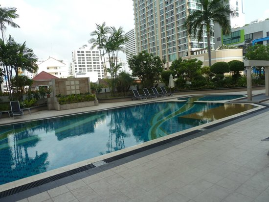 President Palace Hotel: The swimming pool at level 5