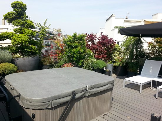 terrasse de la suite avec son jacuzzi picture of hotel felicien by elegancia paris tripadvisor. Black Bedroom Furniture Sets. Home Design Ideas