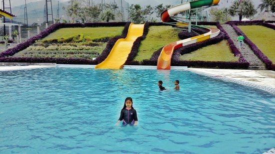 The Swimming Pool Picture Of Highland Park Resort Bogor Tripadvisor