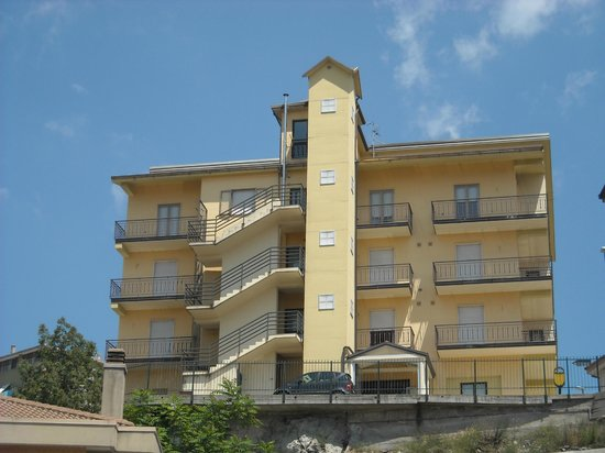 Hotel Caimo Bed-Breakfast