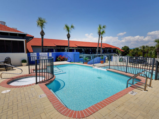2 Tiered Pool Deck With Hot Tub Picture Of Beachside Inn