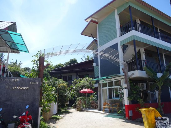 Phatchara Guest House