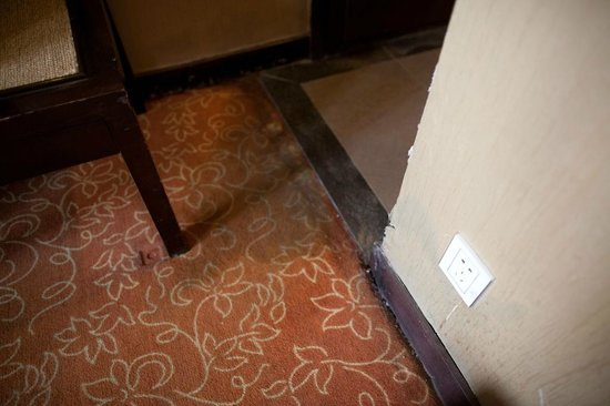 Xi'an Motel: The carpet had a constant wet patch