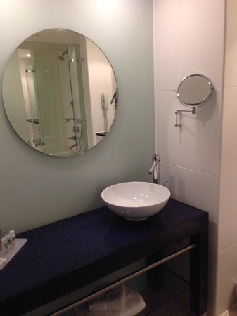 Park Plaza Leeds: Another bathroom pic